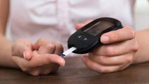 operación para diabetes tipo 2 en Europa - medidor de glucosa